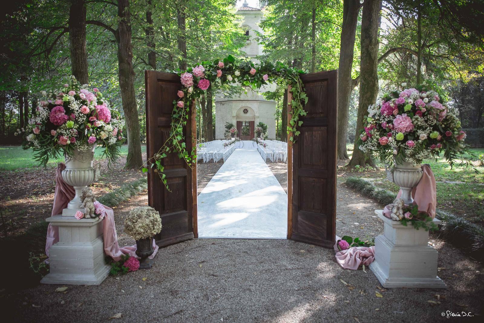 porta vintage cerimonia all'aperto a Ca' Marcello