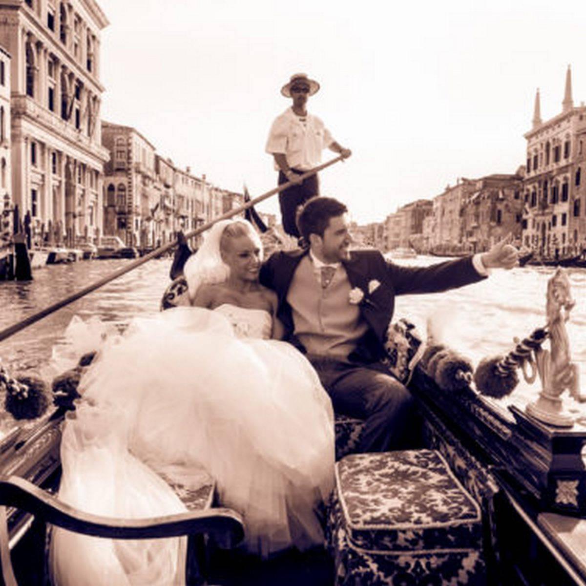 Sposi in gondola matrimonio a Venezia