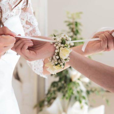 braccialetto di fiori per damigella