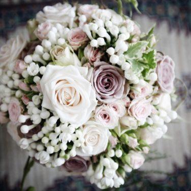 bouquet di rose per una sposa romantica